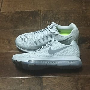 Nike Womens Zoom All Out Running Shoe, 7.5